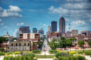 Des Moines is home to 200,000 people.  It is the largest city in Iowa.
